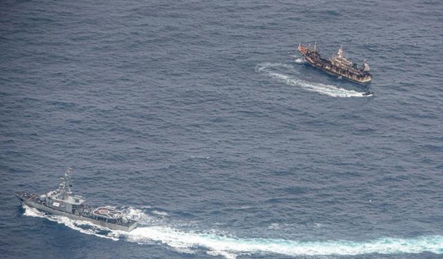 Đội tàu cá Trung Quốc khổng lồ càn quét vùng biển giàu tài nguyên - 1