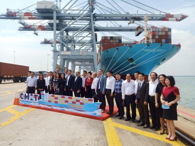 Tàu container lớn nhất thế giới lần đầu tiên cập cảng Việt Nam - 2