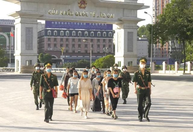 Tiếp nhận 23 người Việt Nam nhập cảnh trái phép vào Trung Quốc - 1