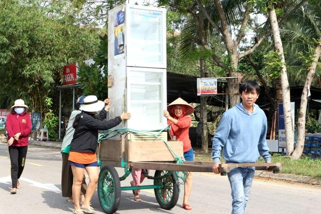 """Người dân Quảng Nam hối hả chằng chống nhà """"đón"""" bão - 1"""