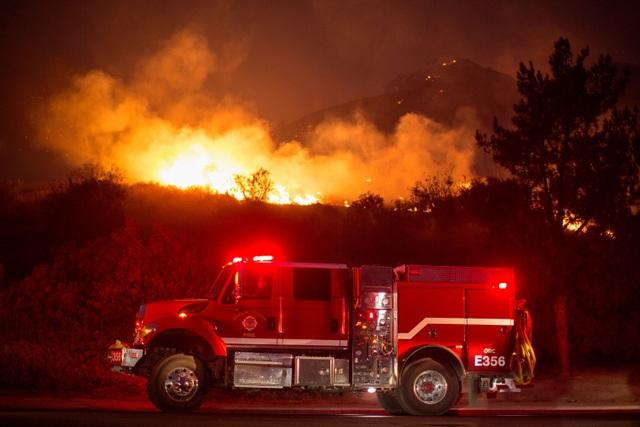 Cháy rừng dữ dội tại California, hàng trăm nghìn người di tản - 10