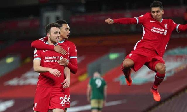 Liverpool gồng mình trước sóng dữ ở Champions League - 1
