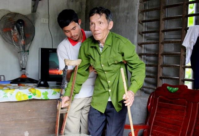 Suýt mất con vì mải cứu hơn 300 người trong lũ dữ - 3