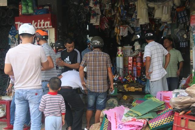 Người dân Đà Nẵng đổ xô mua vật liệu chằng chống nhà cửa trước siêu bão - 7