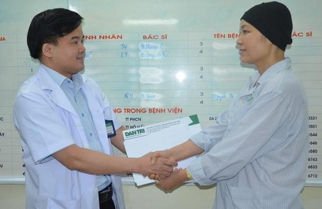 Bạn đọc giúp đỡ nữ điều dưỡng mắc ung thư gần 300 triệu đồng - 2