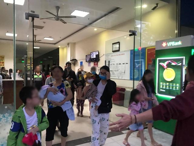 Hà Nội: Cháy ở chung cư Linh Đàm, hàng trăm cư dân tháo chạy - 2