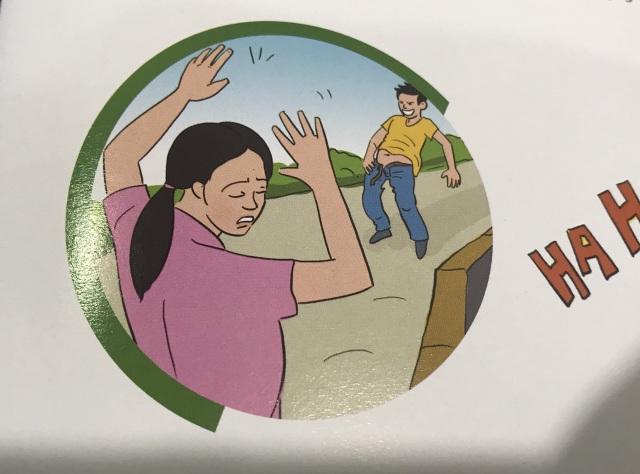Nữ công nhân hoảng loạn vì gặp phải kẻ bệnh hoạn phô hàng - 2