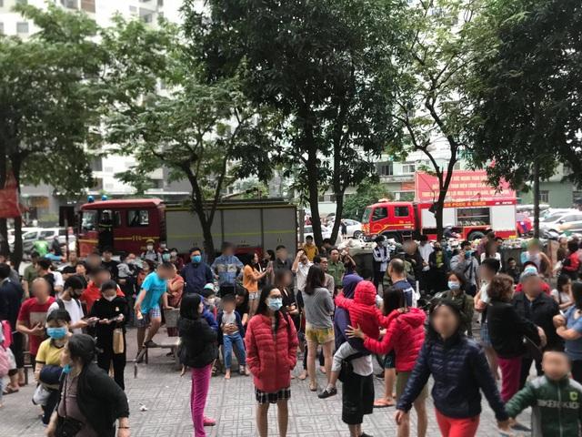 Hà Nội: Cháy ở chung cư Linh Đàm, hàng trăm cư dân tháo chạy - 1