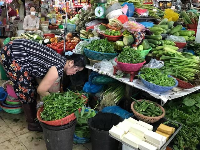 Người dân Đà Nẵng đổ xô đi mua thực phẩm dự trữ chống siêu bão  - 3