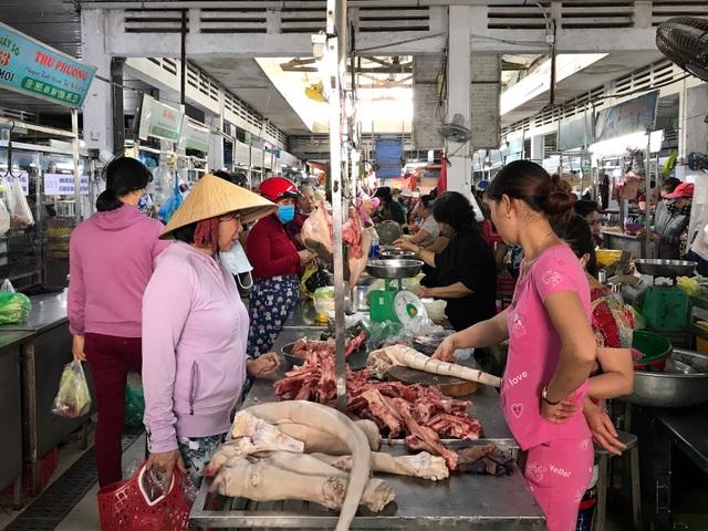 Người dân Đà Nẵng đổ xô đi mua thực phẩm dự trữ chống siêu bão  - 1
