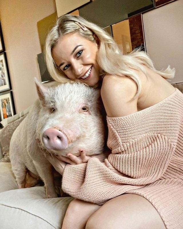 Chung sống cùng lợn 80 kg, yêu thương như con người - 1