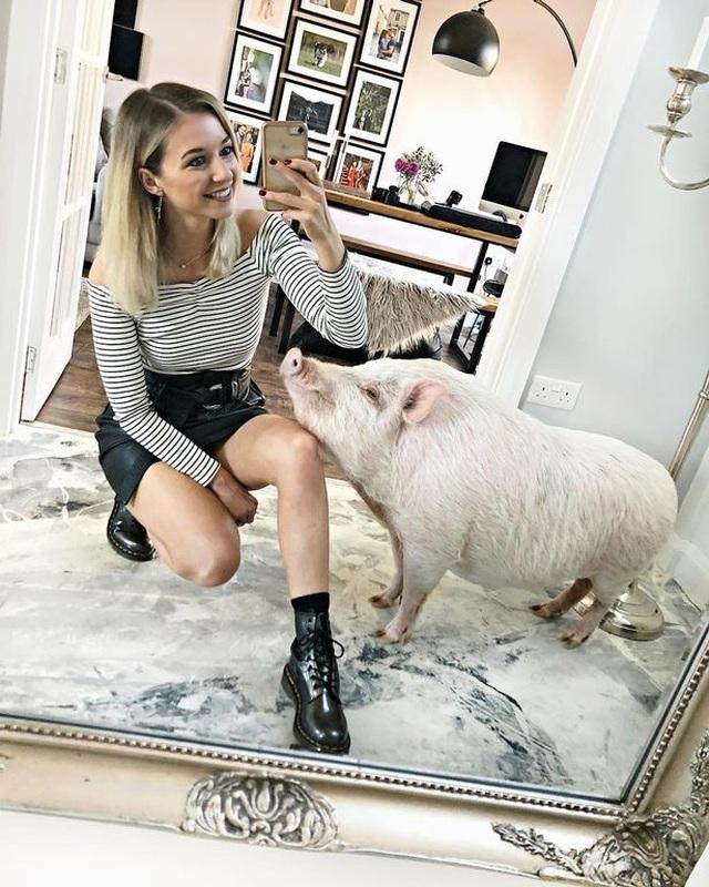 Chung sống cùng lợn 80 kg, yêu thương như con người - 2