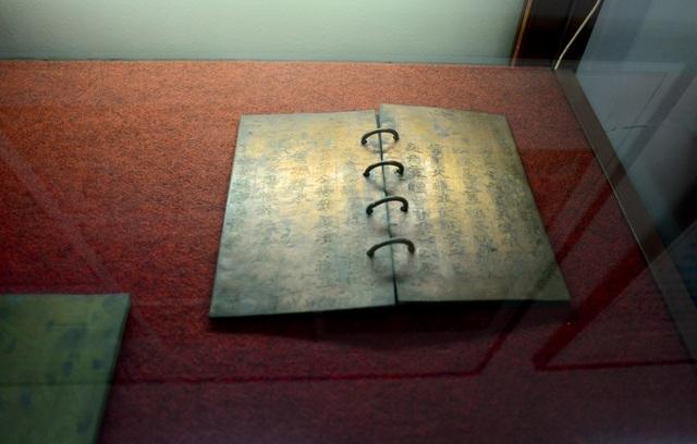 Khám phá cuộc sống vương triều nhà Nguyễn qua những hiện vật cổ - 12