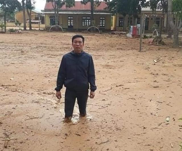 Quảng Trị: Trường ngập bùn nửa mét, học sinh chưa biết bao giờ trở lại lớp - 1