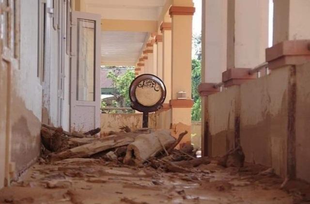 Quảng Trị: Trường ngập bùn nửa mét, học sinh chưa biết bao giờ trở lại lớp - 2