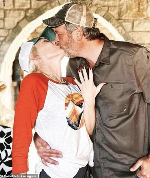 Gwen Stefani nhận lời cầu hôn của bạn trai kém 7 tuổi - 1