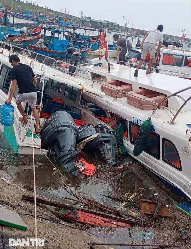 Đảo Lý Sơn tan hoang nhà cửa, tàu thuyền sau khi bão số 9 quét qua - 8
