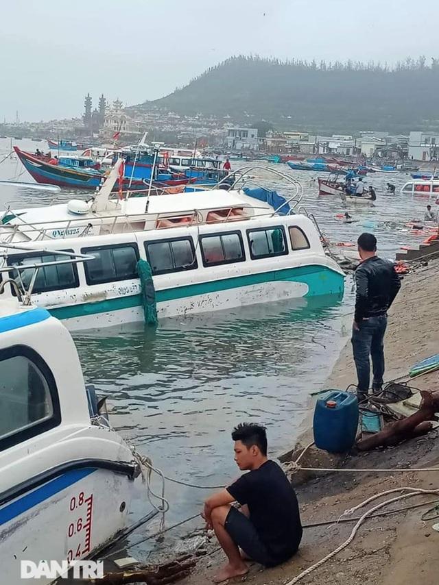 Đảo Lý Sơn tan hoang nhà cửa, tàu thuyền sau khi bão số 9 quét qua - 9