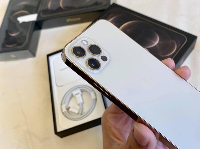 iPhone 12 lock về Việt Nam, giá từ 18 triệu đồng thì có nên mua?  - 2
