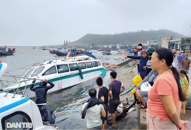 Đảo Lý Sơn tan hoang nhà cửa, tàu thuyền sau khi bão số 9 quét qua - 1