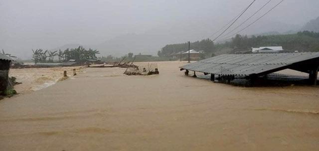 Quảng Nam: 2 cán bộ đi chống bão bị vùi lấp, mất tích - 3
