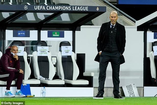 Hòa may mắn Moenchengladbach, Real Madrid đứng cuối bảng - 1