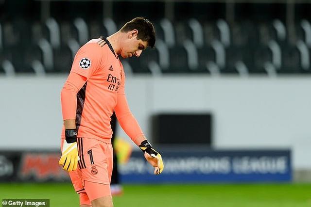 Hòa may mắn Moenchengladbach, Real Madrid đứng cuối bảng - 3
