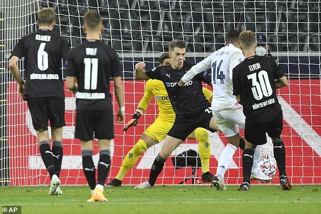 Hòa may mắn Moenchengladbach, Real Madrid đứng cuối bảng - 7