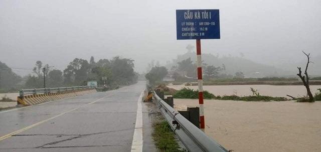 Quảng Nam: 2 cán bộ đi chống bão bị vùi lấp, mất tích - 4