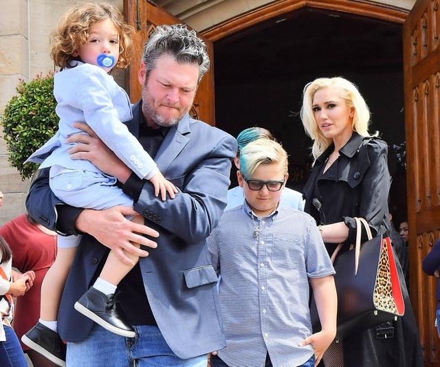 Gwen Stefani nhận lời cầu hôn của bạn trai kém 7 tuổi - 7