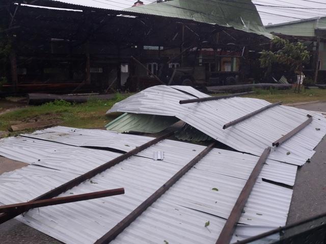 400 hộ dân bị chia cắt vì ngập lụt - 6