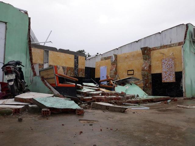 Quảng Ngãi: Nhà dân tan hoang sau bão số 9 - 1