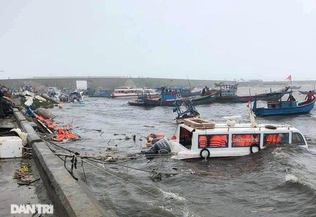 Đảo Lý Sơn tan hoang nhà cửa, tàu thuyền sau khi bão số 9 quét qua - 10