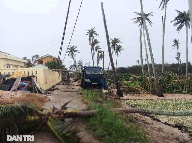 Đảo Lý Sơn tan hoang nhà cửa, tàu thuyền sau khi bão số 9 quét qua - 12