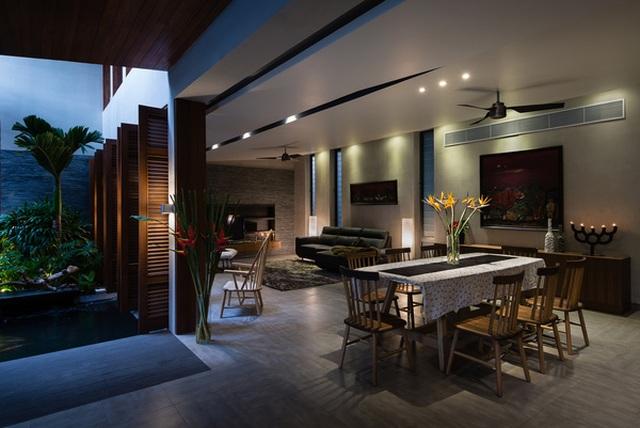 """Bể bơi và khu giải trí hoành tráng """"ẩn mình"""" trong căn biệt thự ở Sài Gòn - 3"""