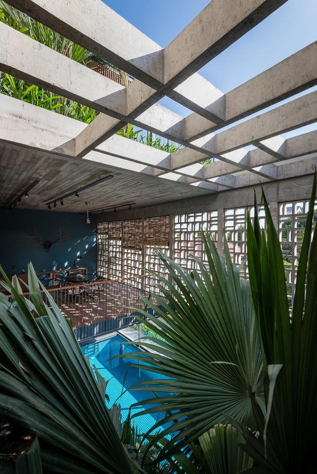 """Bể bơi và khu giải trí hoành tráng """"ẩn mình"""" trong căn biệt thự ở Sài Gòn - 15"""