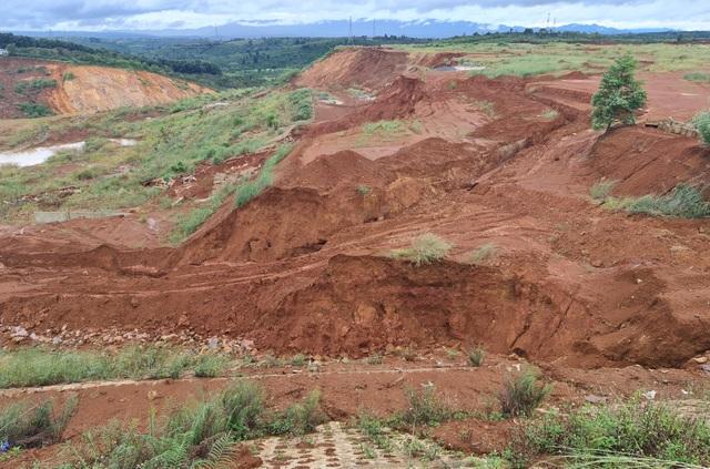 Liên tục sạt lở, con đường hàng trăm tỷ tại Đắk Nông biến mất trong đất đá - 6