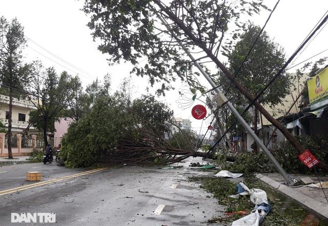 Quảng Ngãi: Nhà dân tan hoang sau bão số 9 - 7