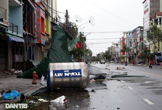 Quảng Ngãi: Nhà dân tan hoang sau bão số 9 - 6