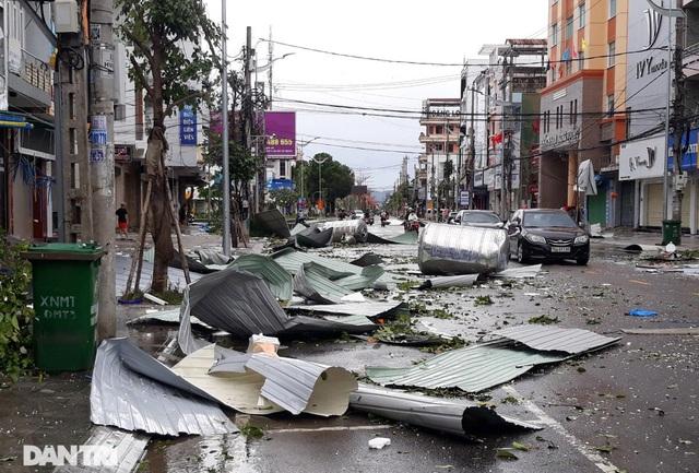 Quảng Ngãi: Nhà dân tan hoang sau bão số 9 - 2