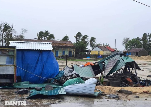 Quảng Ngãi: Nhà dân tan hoang sau bão số 9 - 9