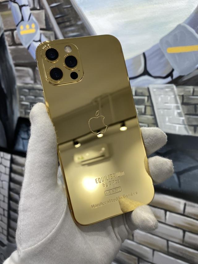 Trên tay iPhone 12 Pro mạ vàng, giá 160 triệu đồng tại Việt Nam - 2