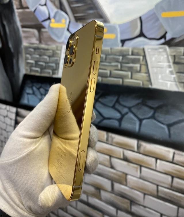 Trên tay iPhone 12 Pro mạ vàng, giá 160 triệu đồng tại Việt Nam - 1