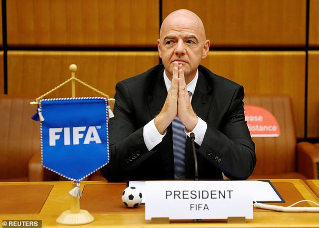 Chủ tịch FIFA nhiễm Covid-19 - 1