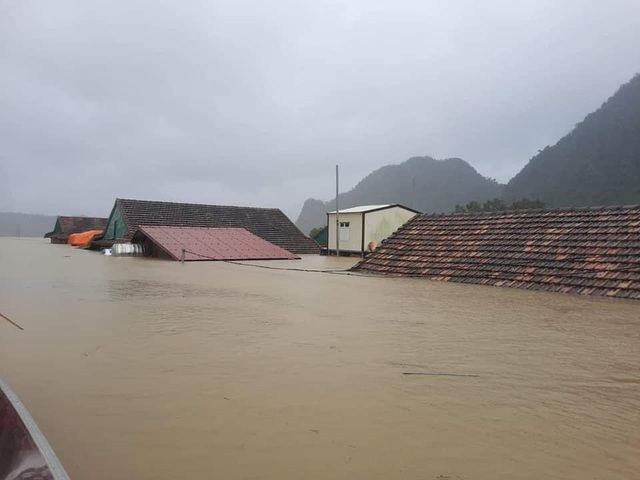 Bộ Xây dựng đề xuất hỗ trợ hơn 37.500 ngôi nhà hư hỏng vì bão lũ - 1