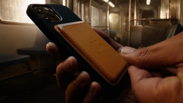 Apple thừa nhận những tác hại không ngờ khi dùng sạc MagSafe trên iPhone 12 - 1