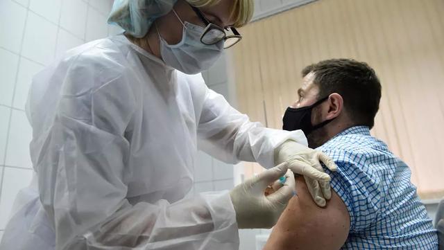 Nga nộp đơn hối thúc WHO phê duyệt nhanh vắc xin Covid-19 - 1