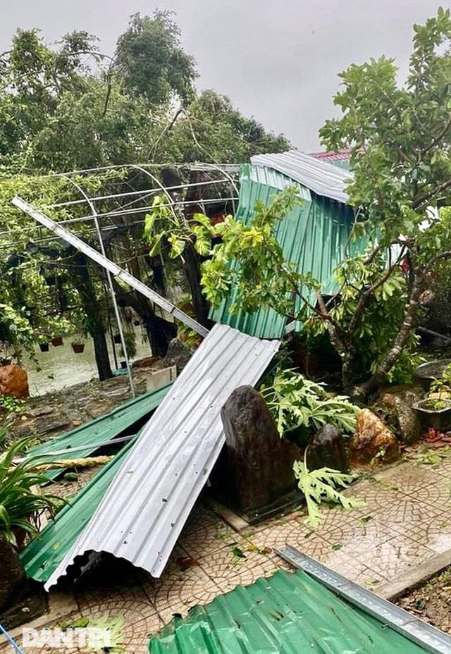Quảng Ngãi: Nhà dân tan hoang sau bão số 9 - 8