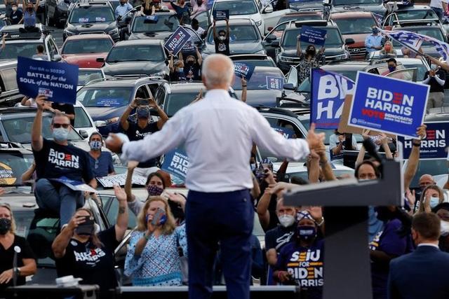 """Bầu cử Mỹ 2020: Trump - Biden tăng tốc, tung """"vũ khí"""" trong chặng nước rút - 1"""