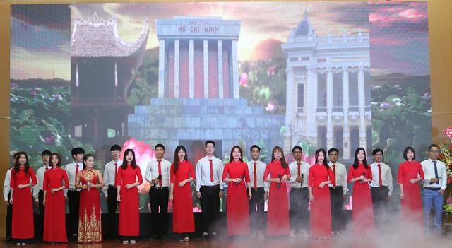 Khai giảng năm học mới, ĐH Công nghệ Giao thông Vận tải hướng về miền Trung - 2